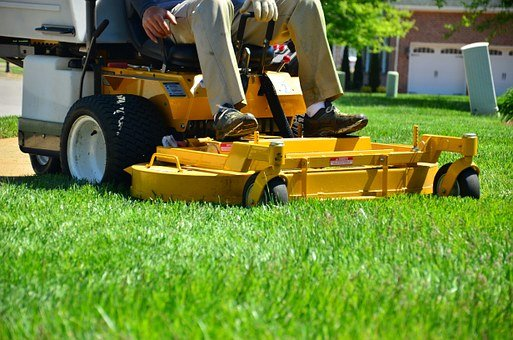 Ways a Person Can Handle Personal Lawn Care